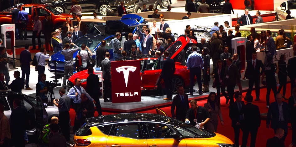 """""""Tesla - and other tech giants - are not overpriced"""""""
